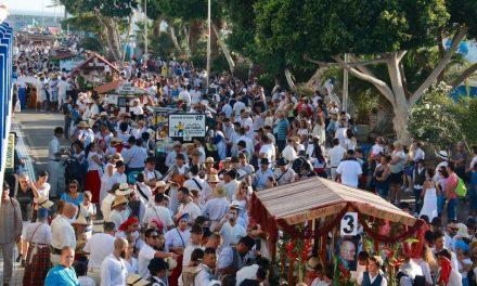 MÁS DE 6.000 PERSONAS TIÑEN DE CANARIEDAD LA ROMERÍA MARINERA DE ARGUINEGUÍN
