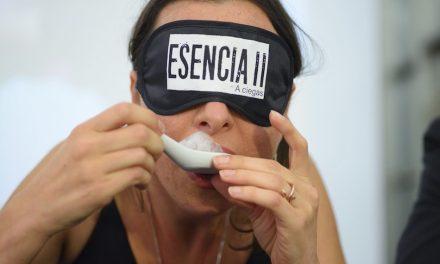 ESENCIA A CIEGAS