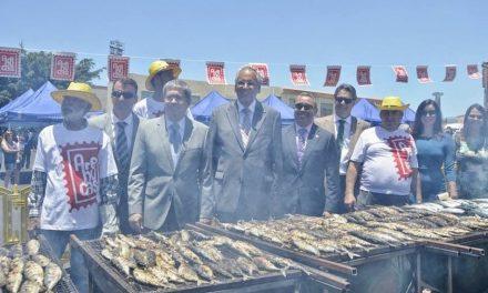 UN ASADERO DE 700 KILOS DE SARDINAS Y CABALLAS CELEBRÓ EN MASPALOMAS EL DÍA DE CANARIAS