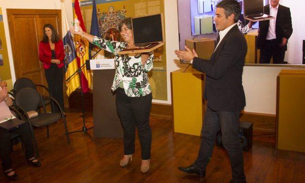LA VITICULTORA Y BODEGUERA PALMERA, EUFROSINA PÉREZ, RECIBE EL PREMIO MUJER RURAL CANARIA 2017